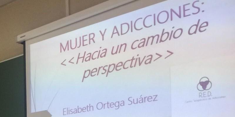 Seminario EAPN Asturias, exposición «Mujer y adicciones», por Elisabeth Ortega